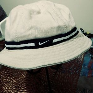NIKE CHILD BUCKET HAT